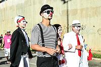 BRASÍLIA, DF, 07.02.2016 – CARNAVAL-DF - O bloco Pacotão durante carnaval em Brasília na tarde deste domingo, 07. O Pacotão sai da 302 norte e sai na contramão da W3 Norte até a W3 Sul. O bloco comemora 38 anos neste carnaval e tem por característica fazer críticas ao governo. (Foto: Ricardo Botelho/Brazil Photo Press)