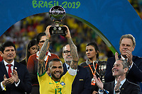 Rio de Janeiro (RJ), 07/07/2019 - Copa América / Final / Brasil x Peru -   Daniel Alves da seleção Brasileira durante premiação de Campeão da Copa América, no Estádio Maracanã, neste domingo, 07. (Foto: Ricardo Botelho/Brazil Photo Press)