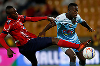 MEDELLÍN - COLOMBIA, 29-10-2017: Juan F Caicedo (Izq) jugador del Medellín disputa el balón con Ramon Cordoba (Der) de Jaguares durante el partido entre Independiente Medellín y Jaguares FC por la fecha 17 de la Liga Águila II 2017 jugado en el estadio Atanasio Girardot de la ciudad de Medellín. / Juan F Caicedo (L) player of Medellin vies for the ball with Ramon Cordoba (R) player of Jaguares during match between Independiente Medellin and Jaguares FC for the date 17 of the Aguila League II 2017 played at Atanasio Girardot stadium in Medellin city. Photo: VizzorImage/ León Monsalve / Cont