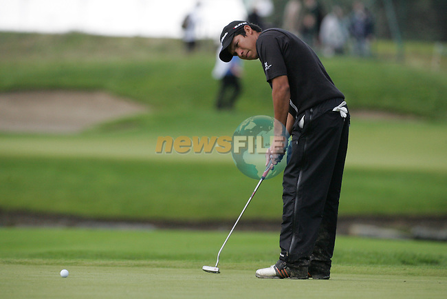 Andres Romero takes his putt on the 16th green during the first round of the Smurfit Kappa European Open at The K Club, Strffan,Co.Kildare, Ireland 5th July 2007 (Photo by Eoin Clarke/NEWSFILE)