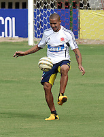 BARRANQUILLA, COLOMBIA -09-06-2013: Macnelly Torres jugador del equipo Colombia durante una sesión de entrenamiento en Barranquilla, Colombia, junio 9 de 2013. Colombia se prepara para el próximo partido partido contra Perú para la calificificacion a la Copa Mundo FIFA 2014 Brasil. (Foto: VizzorImage / Luis Ramirez / Staff.). Macnelly Torres player of Colombia Team during a training session in Barranquilla, Colombia, June 9, 2013.Colombia preparing for the next game against Peru for the qualifier to 2014 FIFA World Cup Brazil. (Photo: VizzorImage / Luis Ramirez / Staff.)