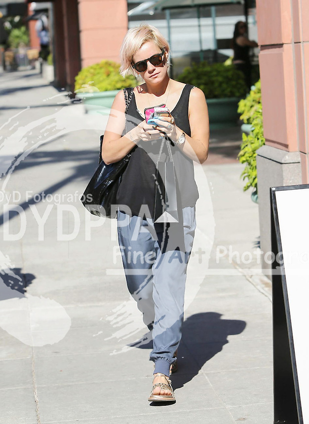 **ALL ROUND PICTURES FROM SOLARPIX.COM**<br /> **SOLARPIX RIGHTS - UK, AUSTRALIA, DENMARK, PORTUGAL, S. AFRICA, SPAIN &amp; DUBAI (U.A.E) &amp; ASIA (EXCLUDING JAPAN) ONLY**<br /> Lily Allen Sighted in Los Angeles on October 29, 2015 - Street - Los Angeles, CA, USA <br /> This pic:   Lily Allen<br /> **STRICTLY NO ONLINE USAGE WITHOUT PRIOR AGREEMENT**<br /> JOB REF: 18756  PHZ  DATE:  29.10.15<br /> **MUST CREDIT SOLARPIX.COM AS CONDITION OF PUBLICATION**<br /> **CALL US ON: +34 952 811 768**