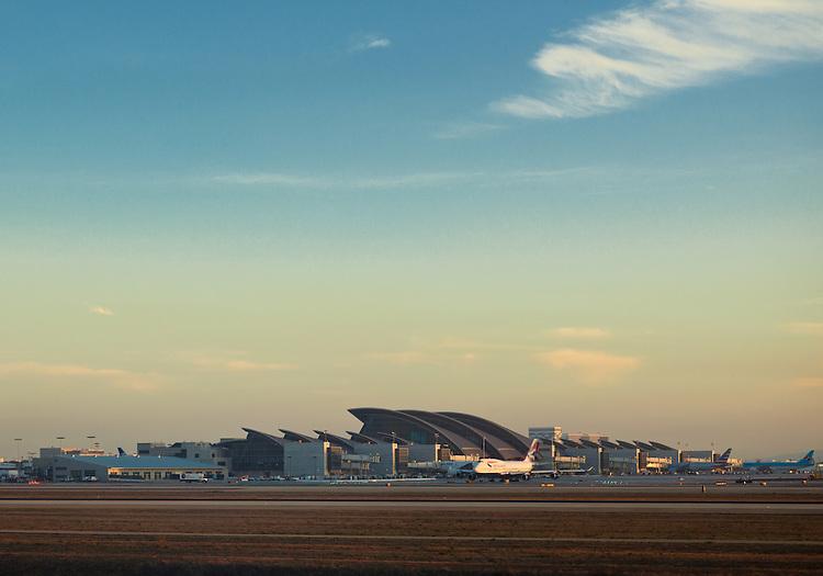 Tom Bradley International Terminal at LAX   HNTB