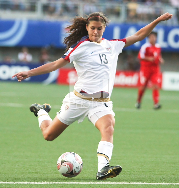 Santiago, Chile: American player, Alex Morgan goes for the ball , during the finals match, of the Fifa U-20 Womens World Cup the at Florida´s Municipal Stadium, on December 07 th, 2008. By Grosnia / ISIphotos.com.