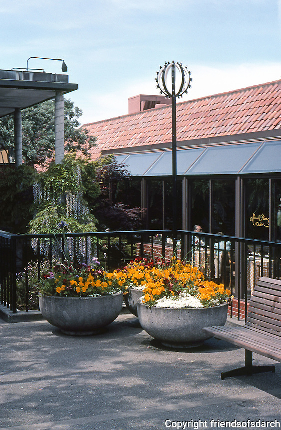 San Francisco: Ghirardelli Square, Outdoor Furniture.   Photo '84.