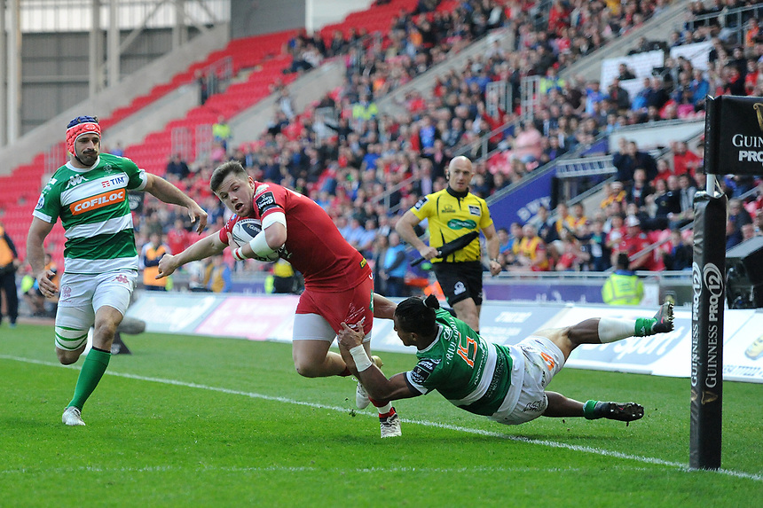 TRY - Scarlets' Steffan Evans scores his sides second try<br /> <br /> Photographer Ashley Crowden/CameraSport<br /> <br /> Guinness PRO12 Round 19 - Scarlets v Benetton Treviso - Saturday 8th April 2017 - Parc y Scarlets - Llanelli, Wales<br /> <br /> World Copyright &copy; 2017 CameraSport. All rights reserved. 43 Linden Ave. Countesthorpe. Leicester. England. LE8 5PG - Tel: +44 (0) 116 277 4147 - admin@camerasport.com - www.camerasport.com