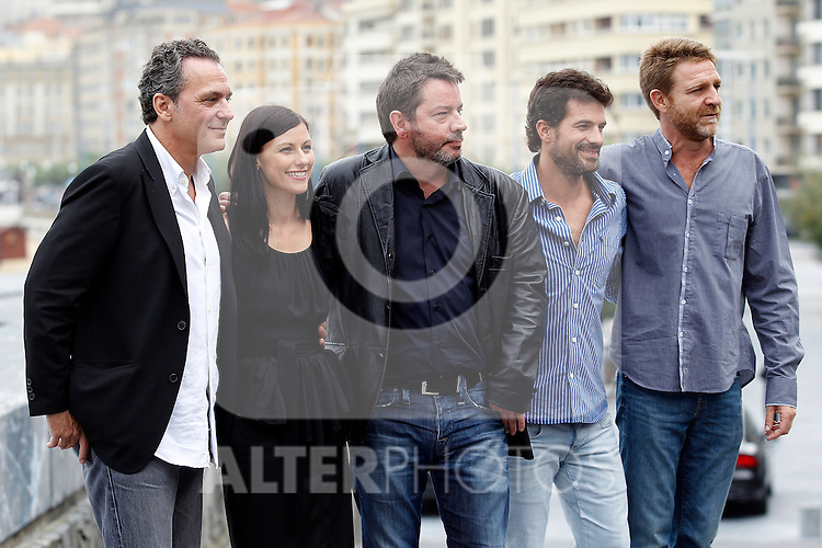 Spanish director Enrique Urbizu (C) poses with Spanish actors Jose Coronado (L), Helena Miquel (2nd L), Juanjo Artero (R) and Rodolfo Sancho (2nd R) after the screening of their film 'No habra paz para malvados' (No rest for the wicked) during the 59th San Sebastian Donostia International Film Festival - Zinemaldia.September 17,2011.(ALTERPHOTOS/ALFAQUI/Acero)