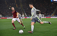 FUSSBALL CHAMPIONS LEAGUE  SAISON 2015/2016 ACHTELFINAL HINSPIEL AS Rom - Real Madrid                 17.02.2016 Cristiano Ronaldo (re, Real Madrid) gegen Miralem Pjanic (AS Rom)