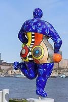 Plastik Nana von Niki de Saint Phalle vor Stage Theater am Hafen, Hamburg, Deutschland, Europa<br /> Sculpture Nana by Niki de Saint Phalle at Stage Theater am Hafen, Hamburg, Germany, Europe