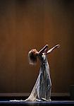 Dialogue with Rothko<br /> Carolyn Carlson<br /> Le Colis&eacute;e, Roubaix &ndash; 2013