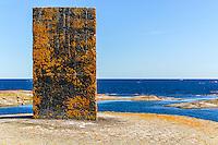 Sjömärke kummel på en klippa vid Hallskär  hav horisont i Stockholms skärgård