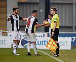 20.10.2018 St Mirren v Kilmarnock: St Mirren players complain to linesman Dougie Ross after Kilmarnock's second goal