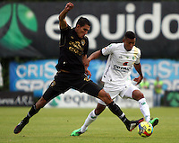 BOGOTA -COLOMBIA. 06-04-2014. Freddy Hinestroza  (Der) de La Equidad disputa el balon contra Norbey Salazar de Fortaleza F.C. partido por la quinceava  fecha de La liga Postobon 1 disputado en el estadio Metropolitano de Techo . /   Freddy Hinestroza  (R) of La Equidad  fights the ball  against Norbey Salazar  of Fortaleza F.C.  of  fifteenth  round during the match  of The Postobon one league  at the Metropolitano of Techo Stadium . Photo: VizzorImage/ Felipe Caicedo / Staff