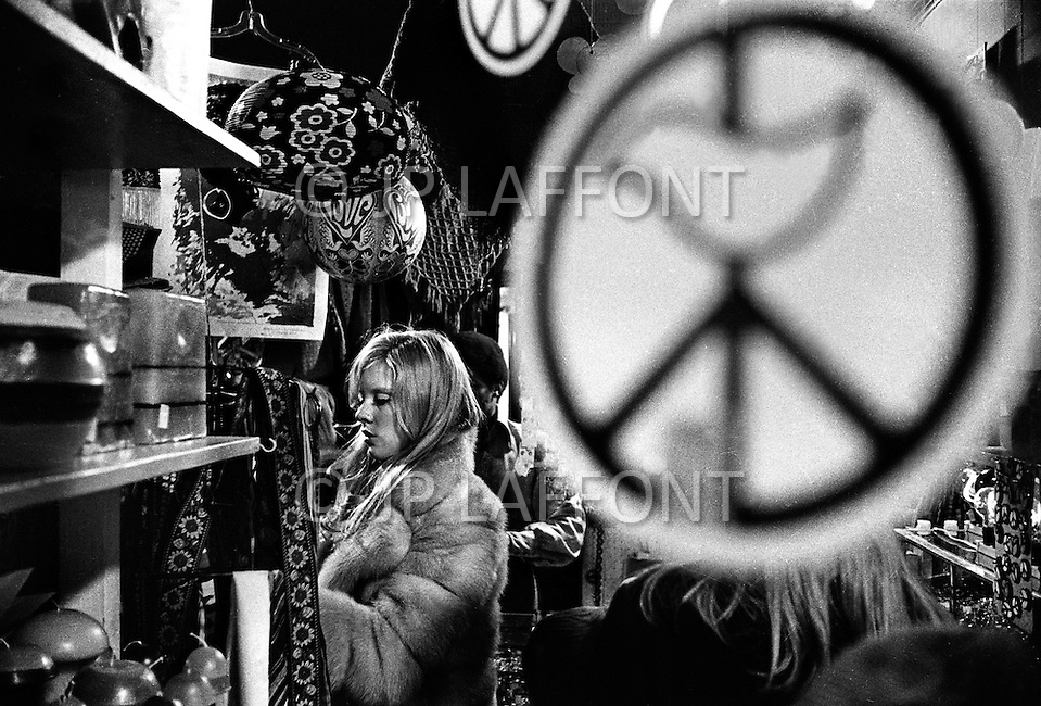 New York, New York City, USA, March 1970. French singer Sylvie Vartan at a Thrift Store New York City. At the time she was staying in the US recovering from injuries she sustained in a car accident.