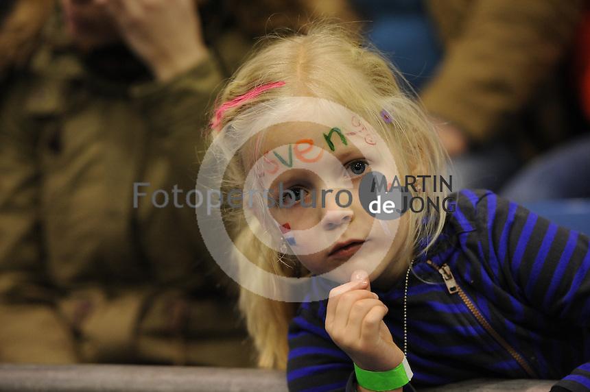 SCHAATSEN: HEERENVEEN: 26-12-2013, IJsstadion Thialf, KNSB Kwalificatie Toernooi (KKT), schaatsfan Sven, ©foto Martin de Jong
