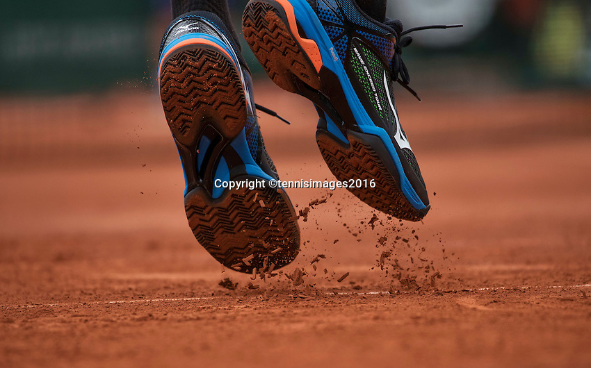 Paris, France, 22 June, 2016, Tennis, Roland Garros, Shoes with clay during service.<br /> Photo: Henk Koster/tennisimages.com