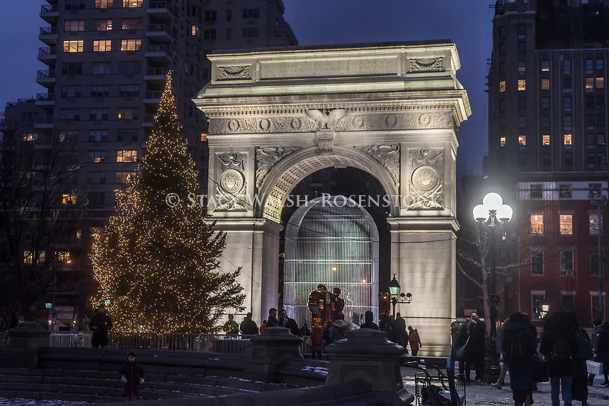 New York, NY, USA 16 December 2016 - The Annual Christmas Tree in Fountain Plaza while the Weiwei sculpture, Good Fences Make Good Neighbors, occupies the tree's traditional location under the Washington Arch, in Washington Square Park. CREDIT ©Stacy Walsh Rosenstock/Alamy