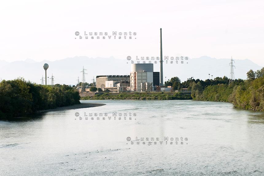 La ex centrale elettronucleare di potenza Enrico Fermi vista dal ponte sul Po. Trino (Vercelli), 21 settembre 2011...Enrico Fermi ex nuclear power station viewed from the bridge on Po river. Trino (Vercelli), September 21, 2011