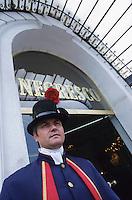 France/06/Alpes-Maritimes/Nice: Hotel Negresco - Le voiturier