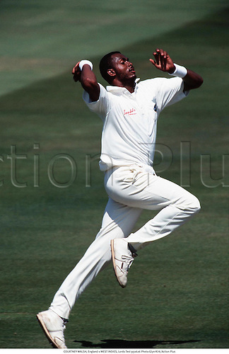 COURTNEY WALSH, England v WEST INDIES, Lords Test 950626 Photo:Glyn Kirk/Action Plus...1995.Cricket.Bowler.bowling