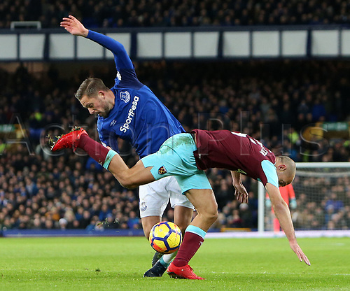 29th November 2017, Goodison Park, Liverpool, England; EPL Premier League Football, Everton versus West Ham United; Gylfi Sigurdsson of Everton and Pablo Zabaleta of West Ham United clash