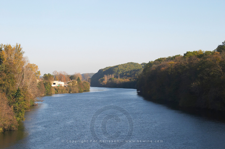 The river Dordogne close to Bergerac town. Bergerac Dordogne France
