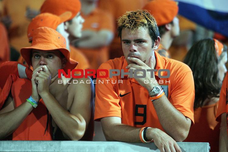 FIFA WM 2006 -  Round of Sixteen - / Viertelfinale <br /> Play     #52 (25-Jun) - Portugal vs Niederlande ( Holland ) 1:0<br /> <br /> <br /> lKann es nicht fassen, Fan aus den Niederlanden nach der Niederlage - entt&permil;uschtg<br /> <br /> <br /> Foto &copy; nordphoto