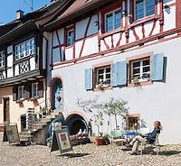 Germany, Baden-Wurttemberg, Burkheim at Kaiserstuhl: sidewalk cafe at historic old town | Deutschland, Baden-Wuerttemberg, Burkheim am Kaiserstuhl: Cafe in der historischen Altstadt