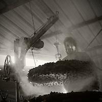 Europe/France/Midi-Pyrénées/81/Tarn/ Villleneuve-sur-Vère:  Distillation à l'alambic chez Laurent Cazottes, bouilleur de cru - Le Tonneau des Saveurs