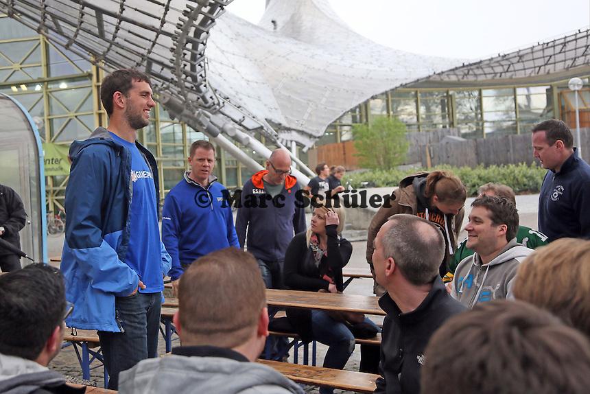 NFL Superstar QB Andrew Luck (Indianapolis Colts) bei der Fragestunde mit den Fans im Münchner Olympiapark