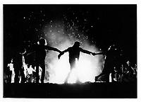 Feu de joie lors de a Saint-Jean-Baptiste 1975 ou 1976<br /> <br /> (date exacte inconnue)<br /> <br /> <br /> PHOTO : Alain Renaud - Agence Quebec Presse<br /> <br /> Les images commandees seront recadrees lorsque requis