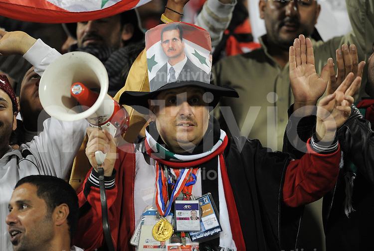 Fussball AFC Asian Cup 2011    13.01.2011 Syrien - Japan Ein syrische Fan mit Megaphon.