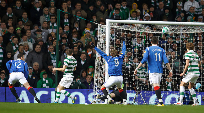 Lee Wallace goes close with a header and Nikica Jelavic thinks it's in the net