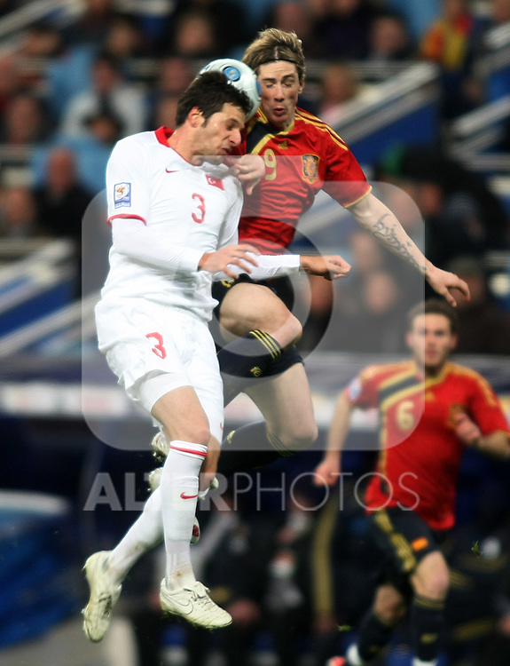 Spain's Fernando Torres (r) and Turkey's Hakan Balta during international match.March 28 2009. (ALTERPHOTOS/Acero).