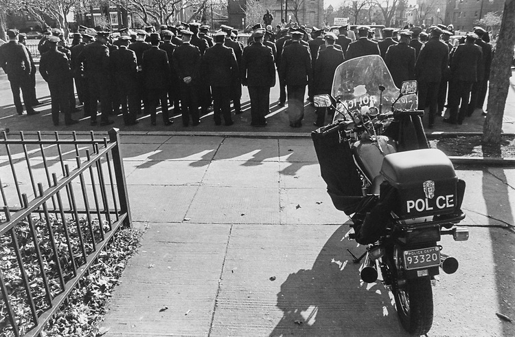 The motorcycle of officer Jason E White in front of the first district sub-station 5th and SE moments before the funeral procession passes by on Jan. 5, 1994. (Photo by Chris Martin/CQ Roll Call via Getty Images)
