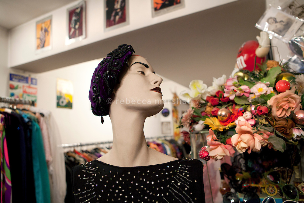 Glanz & Gloria vintage clothing store, Brunngasse, Bern, Switzerland, 27 August 2011