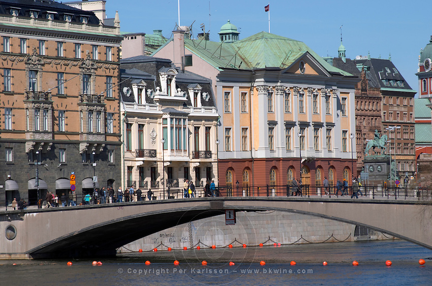 Centre: Sagerska Palatset, the residence of the Swedish Prime Minister. Right: Arvfurstens Palats, the Palace of the Hereditary Prince, now home to the Foreign Office. Stockholms Ström water. Norrmalm. Stockholm. Sweden, Europe.