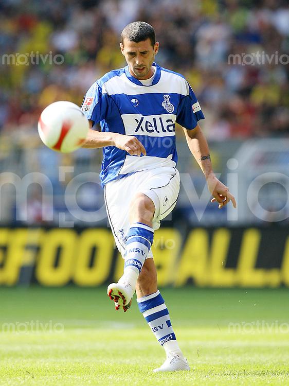 FUSSBALL  1. BUNDESLIGA  SAISON 2007/2008  Mihai TARARACHE (MSV Duisburg), Einzelaktion am Ball