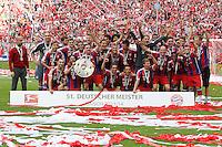 10.05.2014, Allianz Arena, Muenchen, GER, 1. FBL, FC Bayern Muenchen vs VfB Stuttgart, 34. Runde, im Bild die Mannschaft des FC Bayern Muenchen freut sich √ɬºber die gewonnene Meisterschaft und haelt die Meisterschale in den Haenden // during the German Bundesliga 34th round match between FC Bayern Munich and VfB Stuttgart at the Allianz Arena in Muenchen, Germany on 2014/05/10. EXPA Pictures © 2014, PhotoCredit: EXPA/ Eibner-Pressefoto/ Kolbert<br /> <br /> *****ATTENTION - OUT of GER***** <br /> Football Calcio 2013/2014<br /> Bundesliga 2013/2014 Bayern Campione Festeggiamenti <br /> Foto Expa / Insidefoto