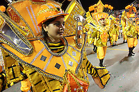 SÃO PAULO,SP, 07.02.2016 ­ CARNAVAL­SP ­ Integrantes da escola de samba Colorado do Brás durante desfiles do grupo de acesso do Carnaval de São Paulo no Sambódromo do  Anhembi na região norte da capital paulista na noite deste domingo, 07. (Foto: Marcio Ribeiro /Brazil Photo Press/Folhapress)