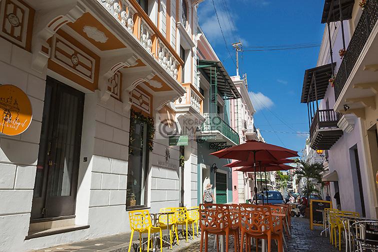 OUTDOOR CAFE TABLES  CALLE DEL CRISTO OLD TOWN SAN JUAN PUERTO RICO
