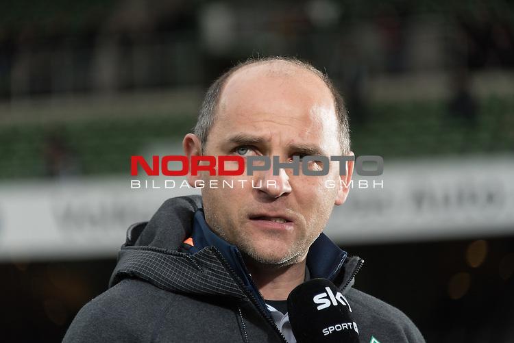 27.02.2016, Weser Stadion, Bremen, GER, 1.FBL. Werder Bremen vs SV Darmstadt 98, im Bild<br /> <br /> Viktor Skripnik (Trainer Werder Bremen) <br /> Einzelaktion, Halbk&ouml;rper / Halbkoerper<br /> Gestik, Mimik,<br /> <br /> Foto &copy; nordphoto / Kokenge