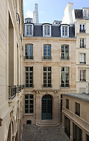 Reamenagement en logements sociaux de l'hotel Dodun, 21 rue de Richelieu, 75001 Paris par SEURA Architectes Urbanistes. Ancien hotel particulier du debut du 18eme si&egrave;cle appartenant a Charles Gaspard Dodun et construit par l'architecte Jean-Baptiste Bullet de Chamblain. Photo Manuel Cohen.<br />
