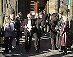 """Wer ist der Mann an Sarahs Seite? <br /> Bei der Hochzeit ihrer Schwester Anna-Maria Lewe war Sarah Connor Trauzeugin.<br /> Arm in Arm verließ sie das Standesamt mit einem attraktiven jungen Mann. Sein Name: Jamél. Aber keine Angst, Maenner: Er war """"nur"""" der Trauzeuge des Braeutigams.<br /> <br /> Anna-Maria Lewe und Pravit Anantapongse gaben sich am Valentinstag das Jawort auf dem Delmenhorster Rathaus. Zahlreiche Freunde, Bekannte und Fans ihrer Schwester<br /> Sarah Connor wuenschten dem jungen Paar viel Glück.<br /> <br /> Namen der beteiligten: Sarah Connor, Schwester Anna-Maria Lewe, Braeutigam:Pravit Anantapongse,  Trauzeuge: Jamél<br /> Bild: Sarah Conners vor dem Delmenhorster Standesamt<br /> [Foto © nordphoto -  Foto ist honorarpflichtig! zzgl. gesetzl. MwSt.<br />  Belegexemplar erforderlich<br /> Adresse: nordphoto<br /> Georg-Reinke-Strasse 1<br /> 49377 Vechta"""