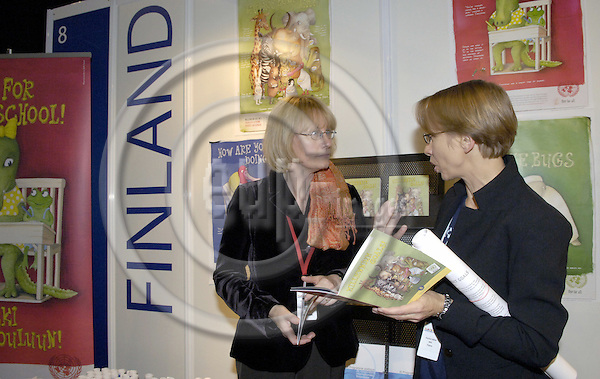 Brussels-Belgium - 16 November 2006---Karin KORTMANN (le), Parliamentary State Secretary at the Federal Ministry for Economic Cooperation and Development of Germany (BMZ), visiting the Development Village during the European Development Days held at Brussels Expo; here, at the Finnish stand with Erja-Outi HEINO (ri), Information Officer - Unit for Development Policy Information at the Ministry of Foreign Affairs of Finland---Photo: Horst Wagner/eup-images
