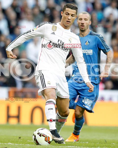 Real Madrid's Cristiano Ronaldo (l) and Getafe's Alexis Ruano during La Liga match. May 23,2015. (ALTERPHOTOS/Acero) /NortePhoto.com