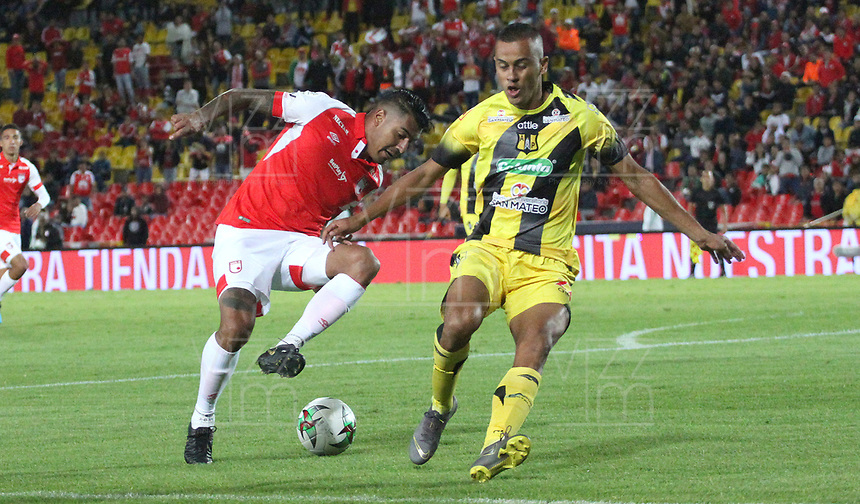 BOGOTÁ- COLOMBIA, 28-07-2019:Jefferson Duque (Izq.) jugador del Independiente Santa Fe    disputa el balón contra Luciano Ospina (Der.) jugador de Alianza Perolera durante partido por la fecha 3 de la Liga Águila II  2019 jugado en el estadio Nemesio Camacho El Campín  de la ciudad de Bogotá. /Jefferson Duque (L) player of Independiente Santa Fe  fights for the ball  against of Luciano Ospina (R) player of Alianza Petrolera during the match for the date 3 of the Liga Aguila II 2019 played at the Nemesio Camacho El Campin  stadium in Bogota city. Photo: VizzorImage / Felipe Caicedo / Staff