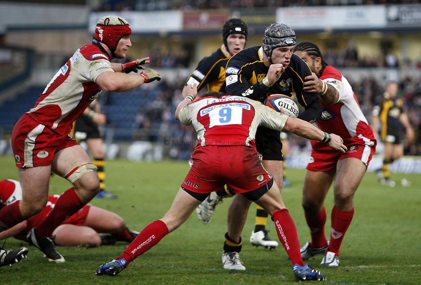 Photo: Richard Lane/Richard Lane Photography..London Wasps v Gloucester Rugby. EDF Energy Cup. 04/11/2007. .Wasps' James Haskell powers over for his second try.