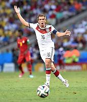 FUSSBALL WM 2014  VORRUNDE    GRUPPE G     Deutschland - Ghana                 21.06.2014 Philipp Lahm (Deutschland) am Ball