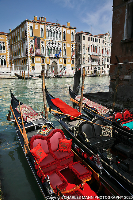 Venice is a World Heritage site that is perpetually filled with visitors from around the world. Colorful gondolas  floating on the Grand Canal are virtually a symbol of Venice.